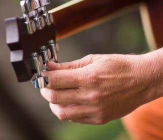 Cara Menstem Gitar