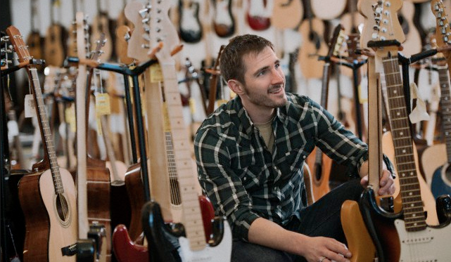 8 Tips membeli gitar baru