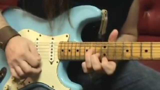 video cara belajar sweep picking gitar