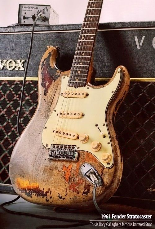 Serunya punya gitar elektrik fender stratocaster usang