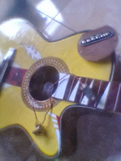 Langkah Cara Membuat Gitar Akustik Menjadi Gitar Elektrik siap pasang