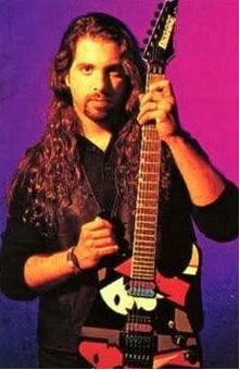John-Petrucci-dengan-gitar-ibanez