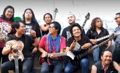 Gitaris Indonesia yang memakai gitar buatan Indonesia RADIX