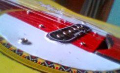 Langkah Cara Membuat Gitar Akustik Menjadi Gitar Elektrik pasang lempengan